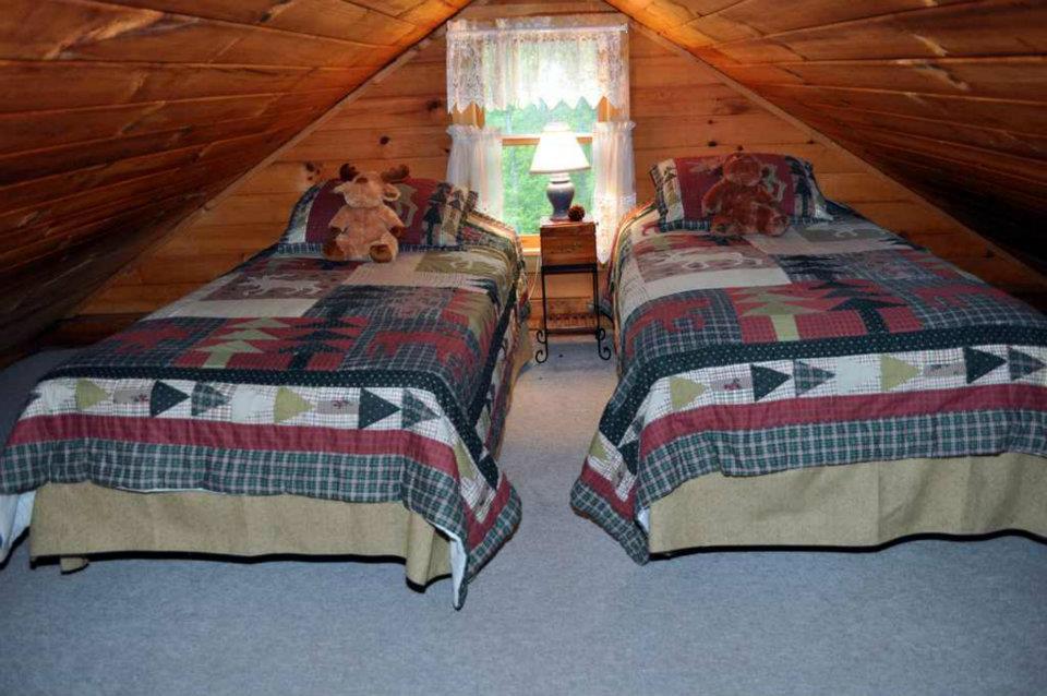 Cabin 1 Loft - 2 Twins
