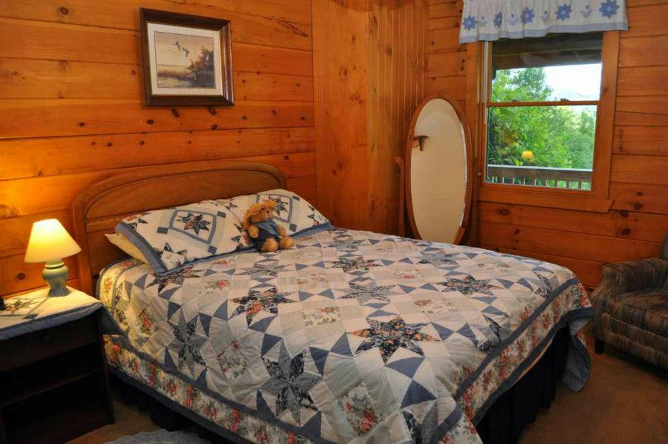 Cabin 4 Bedroom - Queen