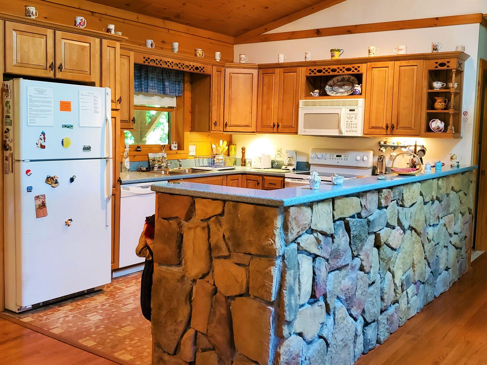 Cabin 5 Kitchen 2